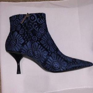 Zara Shoes - ♡zara blue jacquard geometric booties♡